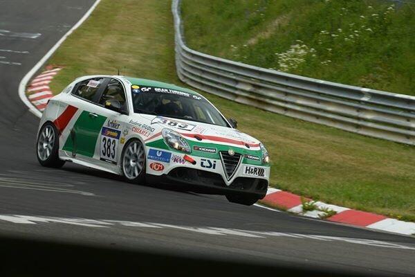 Alfa-Romeo-Giulietta-Quadrifoglio-Verde-in-action-at-VLN