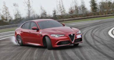 """La  Bmw M3 CS ha sfidato Alfa Giulia Qudrifoglio Verde ma si è fermata a 7'38"""" al Nurburgring. La berlina italiana si conferma imbattibile"""