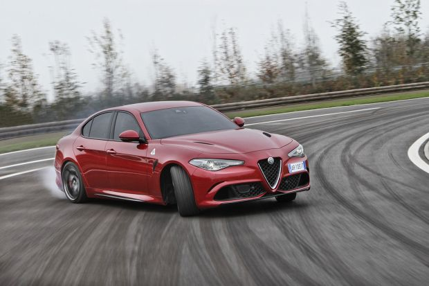 I modelli Quadrifoglio Alfa Romeo premiati Car of the Year 2019 dalla rivista What Car