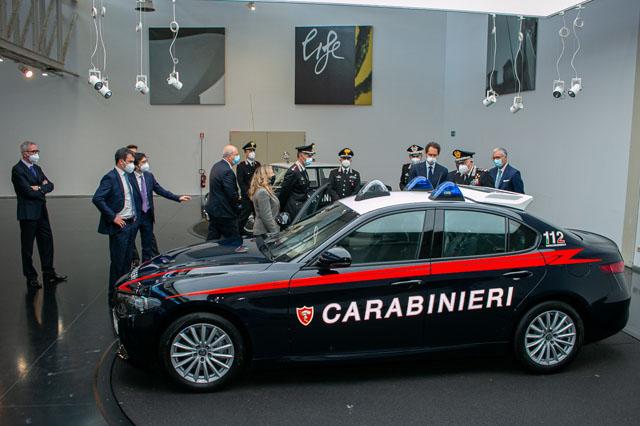 L' Alfa Romeo Giulia 2.0 Turbo Benzina 200cv con cambio automatico ad otto rapporti è stata assegnata all'Arma dei Carabinieri: è tornata la Giulia per il nucleo Radiomobile in tutta Italia con 1770 vetture per il controllo del territorio